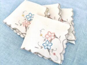 4-Vintage-CUTWORK-NAPKINS-Ivory-w-Peachy-Pink-amp-Blue-Embroidered-Flowers-Grey