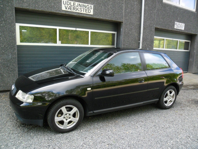 Audi A3 1,6 Attraction Benzin modelår 2001 km 235000 Sort…