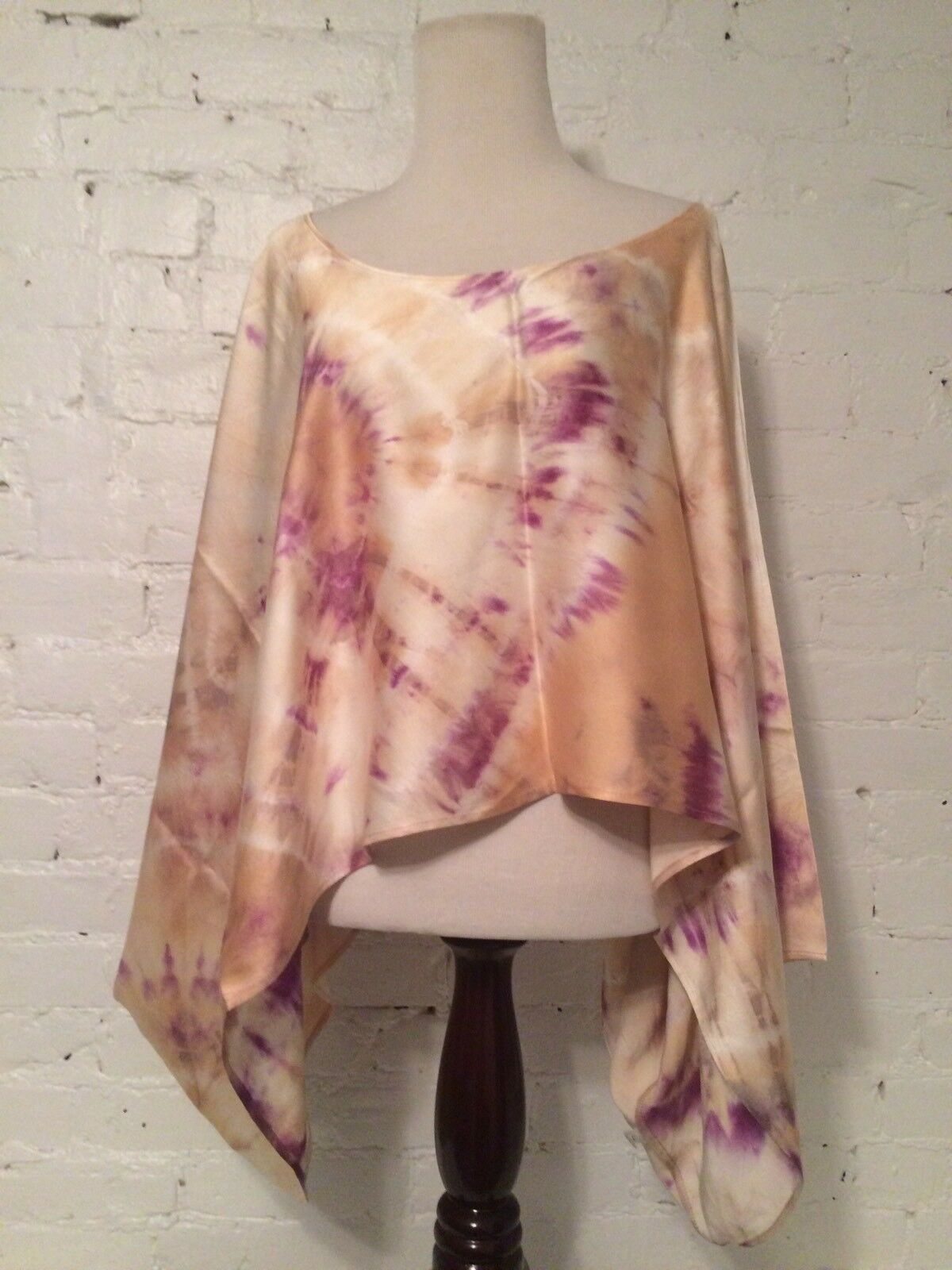 Alexis Silk Voluminous Cropped Wide Neck Batwing Blouse Tie Dyed Rosa Größe XS S