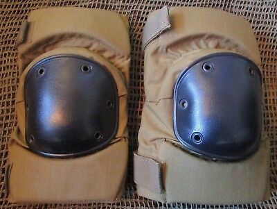 NEW GENUINE USMC/US MARINES/ARMY ISSUE CQB COMBAT KNEE PADS. COYOTE TAN. LARGE.