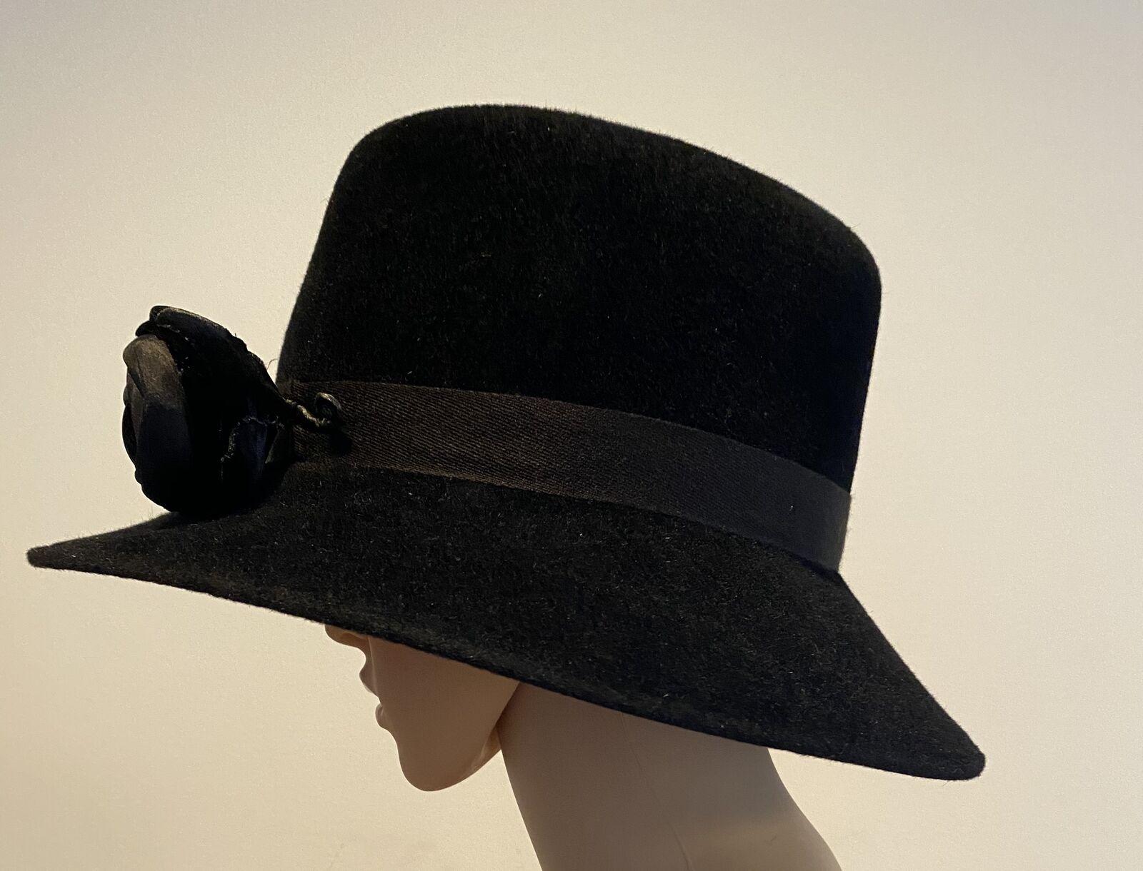PATRICIA UNDERWOOD Black velour hat with rose  - image 3