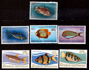 INDONESIE-neufs-serie-3Timbres-1207-1209-4-timbres-poissons-tropicaux-E146