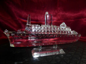 Queen-Elizabeth-2-CRYSTAL-OCEAN-LINER-CUT-GLASS-SHIP-QE2-Cunard-Model-Ornament
