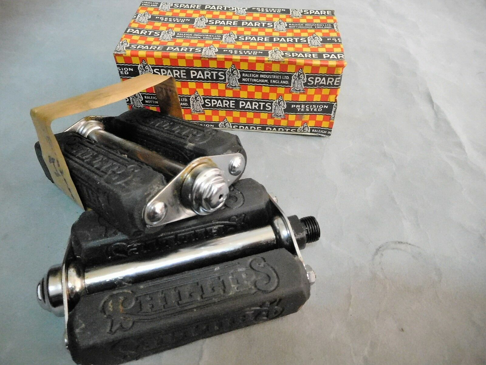 Vintage Raleigh Bicycle Phillips  steel 4  pedal 9 16  Axle 1950s NOS  beautiful