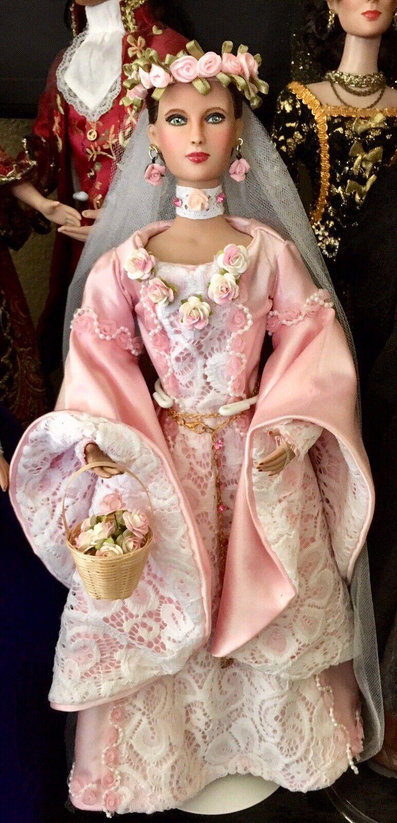Tonner repintado Dama rosadolie en uno de una clase de Disfraz