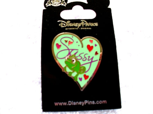 Disney * PASCAL on HEART - SASSY * Rapunzel / Tangled * New on Card Trading Pin