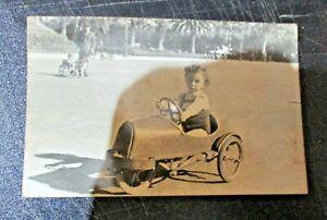 foto-originale-CATANIA-VILLA-BELLINI-BIMBO-SU-AUTOMOBILINA-A-PEDALI-18-11-1950