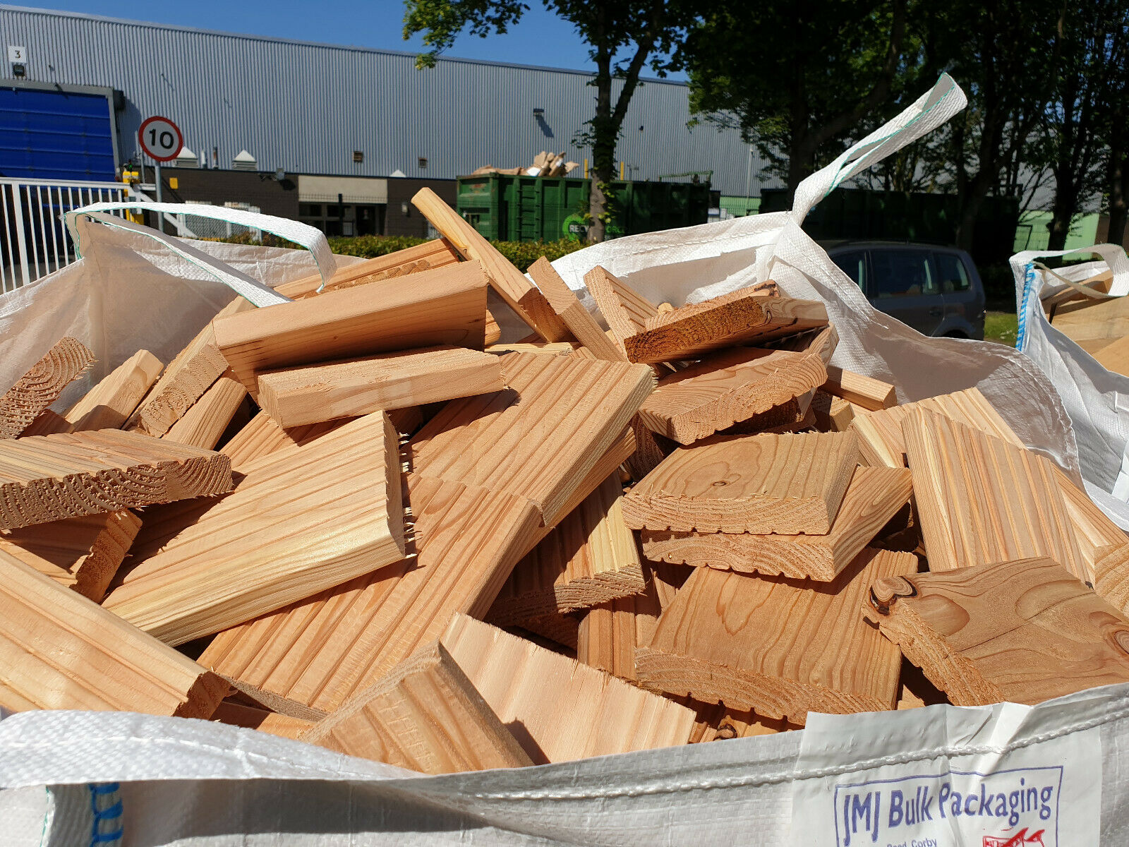 Extra Large Bulk Bag of Mixed Kiln and Air Dried Sawmill Offcuts for Fuel