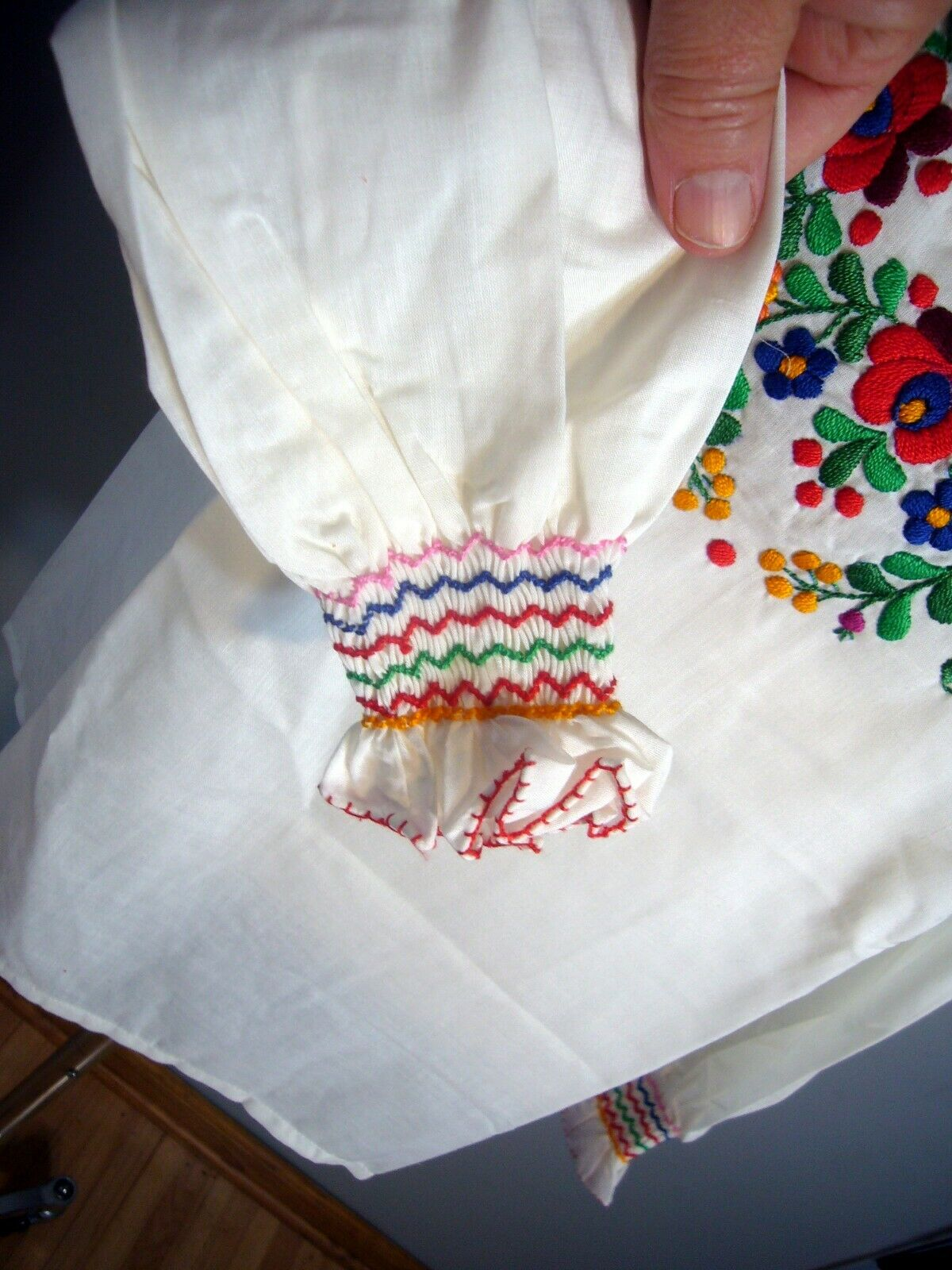 NOS 1950-70s Hand Embroidered Hungarian Gauze She… - image 3