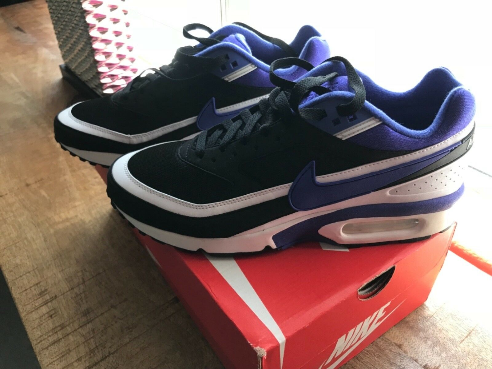 Nike - Airmax  - - - Men's Size 9.5 - New in Box  - Blue & White 799109