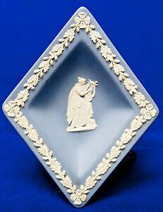 WEDGWOOD-VINTAGE-BLUE-JASPERWARE-DIAMOND-SHAPE-TRAY-VINTAGE-1974