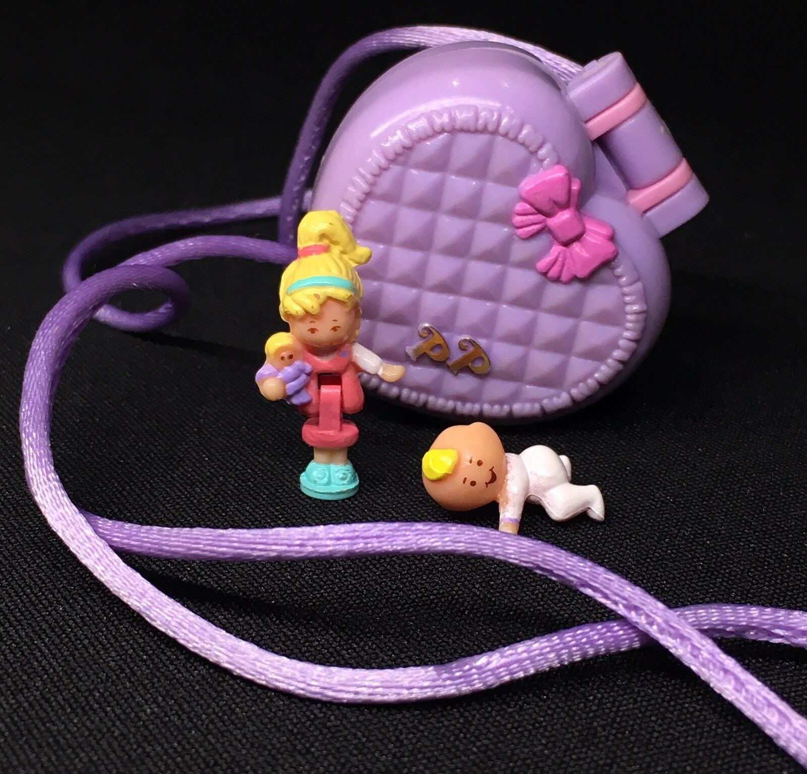 Polly Pocket Mini  1993 Baby Baby Baby And Blanket Locket Babysitter Collection 17.2. 3e7e9b