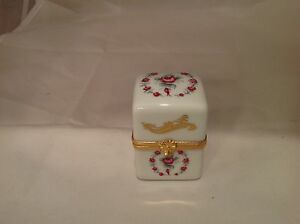 Trinket Box Porcelain Limoges France Hinged REd/ Maroon Roses Artoria