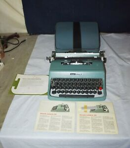 BEST! VINTAGE OLIVETTI LETTERA 32 MANUAL PORTABLE TYPEWRITER - CLASSIC W/CASE