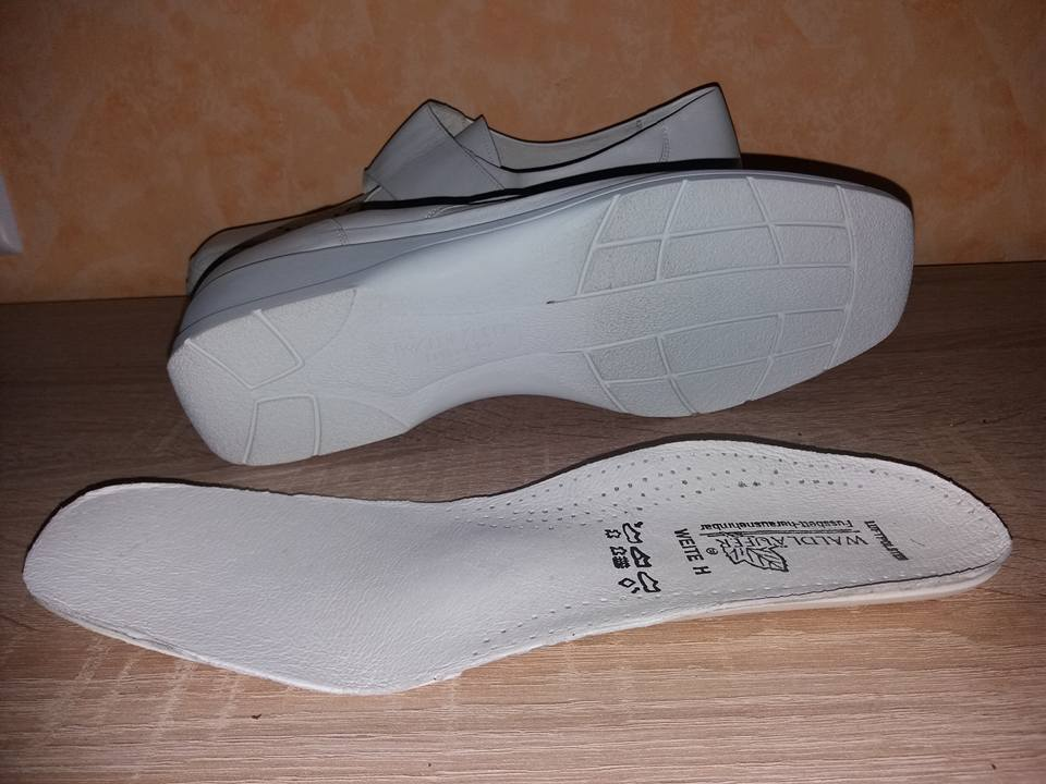 Foresta Foresta Foresta alfiere Velcro Slipper PUMPS NUOVE MIS. 8,5 42,5 Larghezza H in bianco & Nappa   Qualità e consumatori in primo luogo  eed732