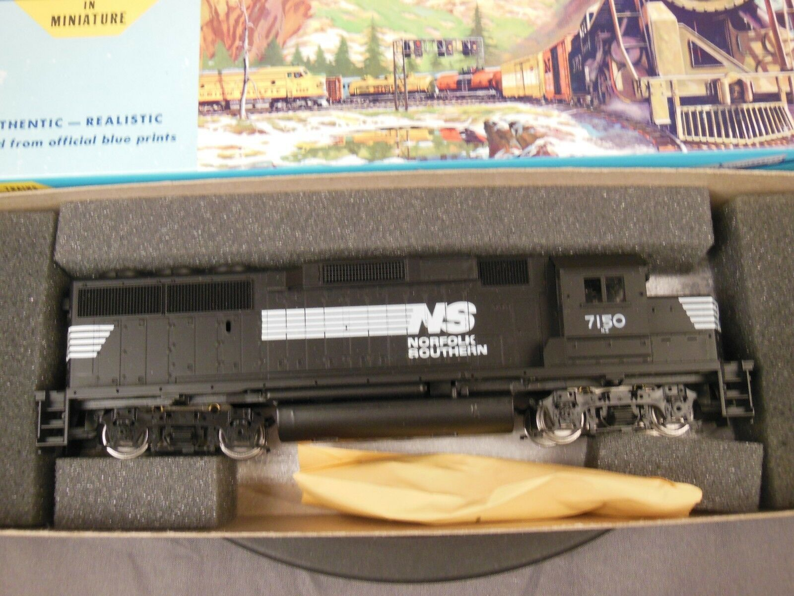 HO SCALE ATHEARN 4753 NORFOLK SOUTHERN GP60 LOCOMOTIVE