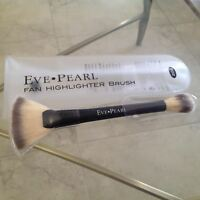 Eve Pearl 204 Dual Ended Fan Highlighter Brush - Brand In Sleeve