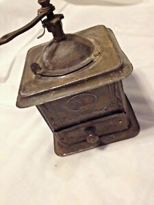 Handkaffemuehle-sehr-alte-Blechausfuehrung-um-1900-Dachbodenfund