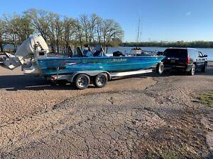 24 foot Seaark Big Easy No Reserve high bidder wins the boat.