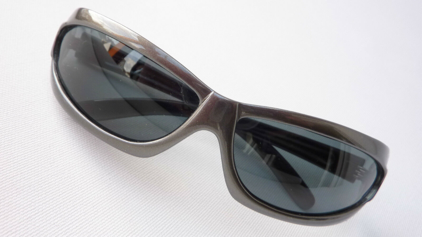 Resistor silbergraue Sonnenbrille dunkelgraue Gläser Fahrradbrille Größe M     | Trendy