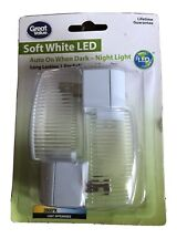 New Copper Meridian Electric 10258 LED Auto on When Dark Night Light
