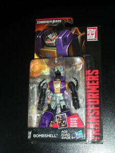 Transformers-Combiner-Wars-BombShell-MISB-ref-61