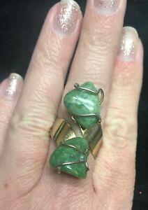 Vintage-Green-real-Rock-wire-wrapped-adjustable-bypass-ring-gold-tone