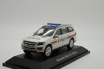 Volvo 240gl 240 GL politi Norway 2 Police policía 1986 1:18 Minichamps nuevo