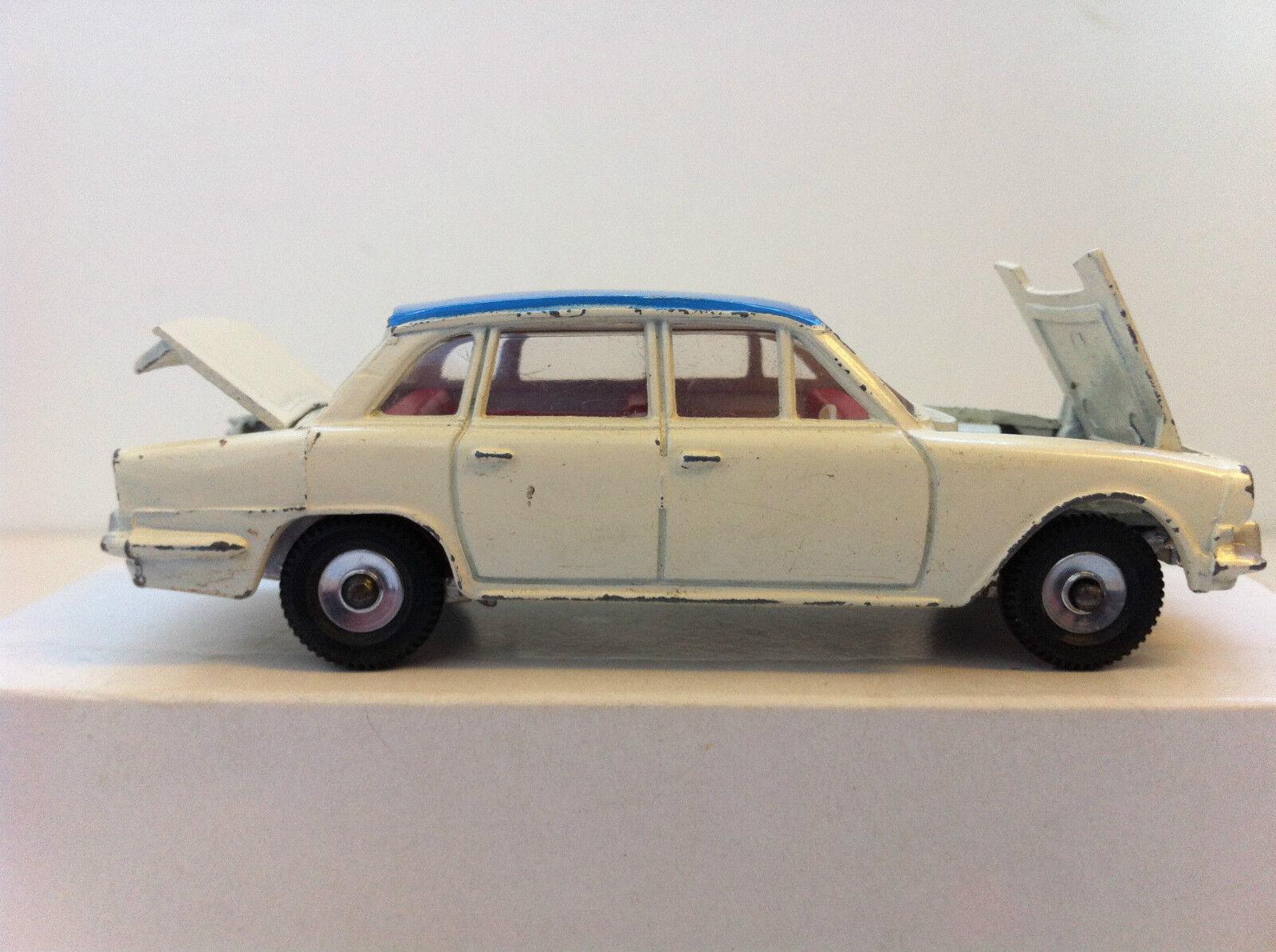 Dinky Toys -  135 - Triumph 2000  nouveau style