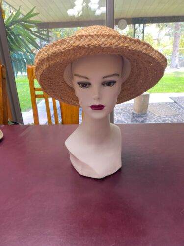 Liz Claiborne hat