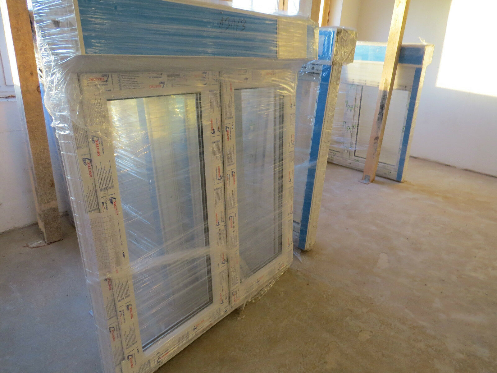 2 Flügler Fenster 1500 mm Hoch mit mit mit elektrischem Rollladen  weiß Elektro Motor 1b42ef