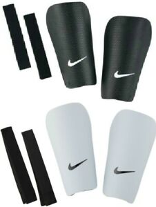 Despertar Betsy Trotwood maldición  NIKE FOOTBALL SHIN PADS - J GUARD BLACK WHITE - CHILDRENS KIDS BOYS GIRLS |  eBay