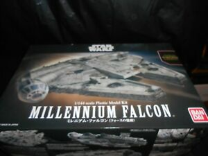 BANDAI-0202288-1-144-STAR-WARS-MILLENNIUM-FALCON-THE-FORCE-AWAKENS-PLASTIC-KIT