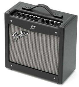 Fender-MUSTANG-I-V-2-0-amplificatore-MULTIEFFETTO-combo-con-USB-NUOVO