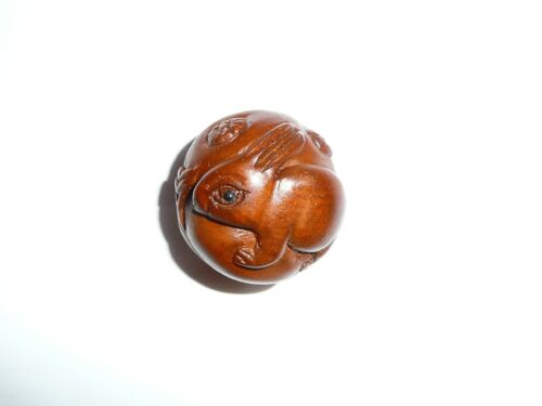 """Approx 1/"""" diameter Cute Hand Carved Bunny Rabbit Round Boxwood Shank Button"""