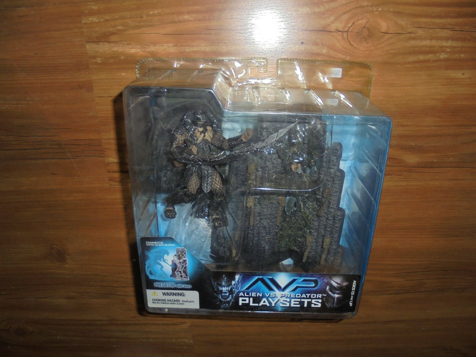 AVP Alien vs. Predator Playsets  PREDATOR  Action Figure Set McFarlane 2005