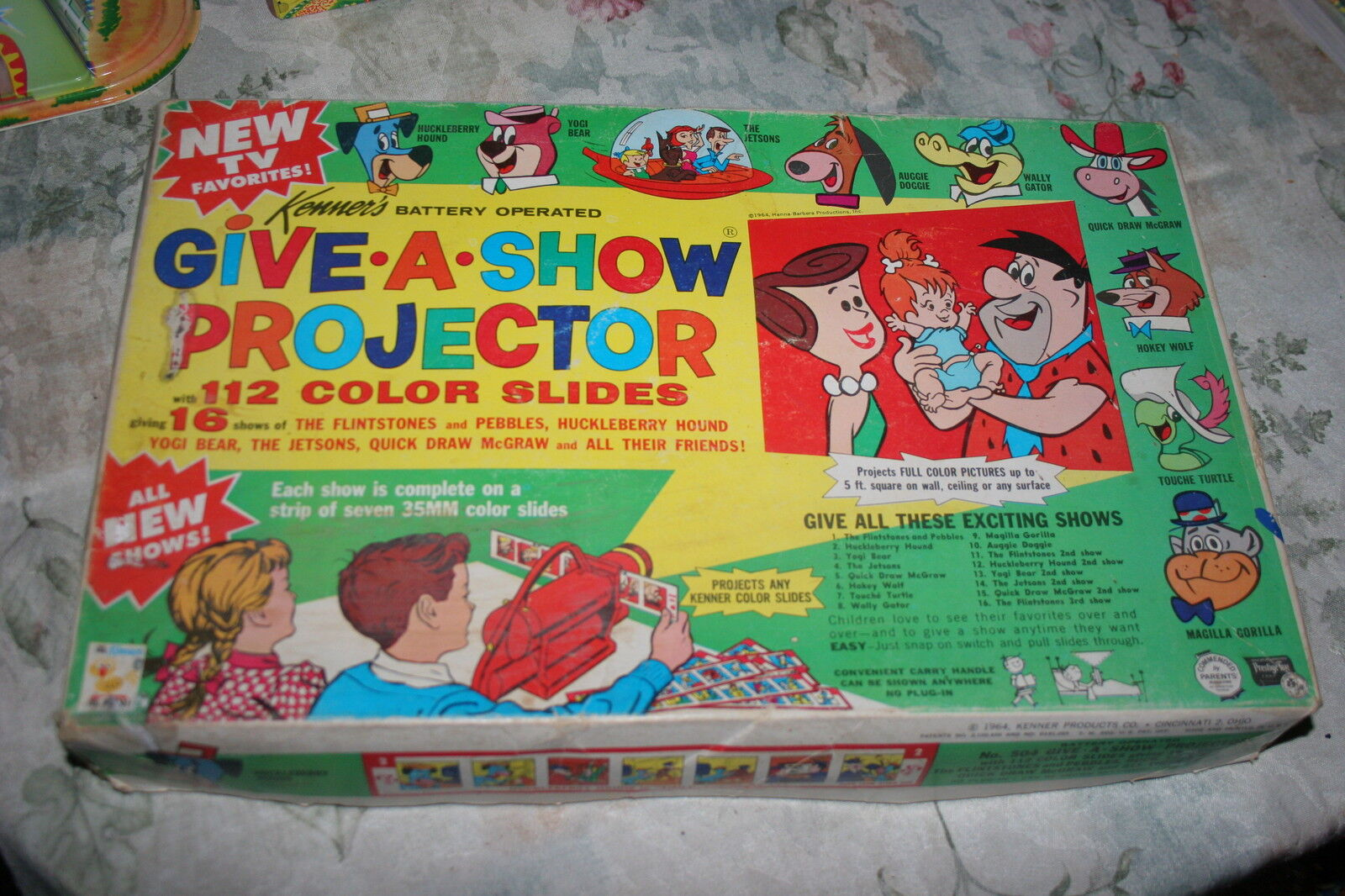 1964 KENNERS PROJECTOR SET W  112 COLOR SLIDES WITH 16 SHOWS + EXTRAS