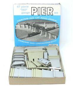 Vintage-ATLAS-47-Piece-HO-Scale-No-80-Graduated-Elevated-Pier-Set-Original-Box