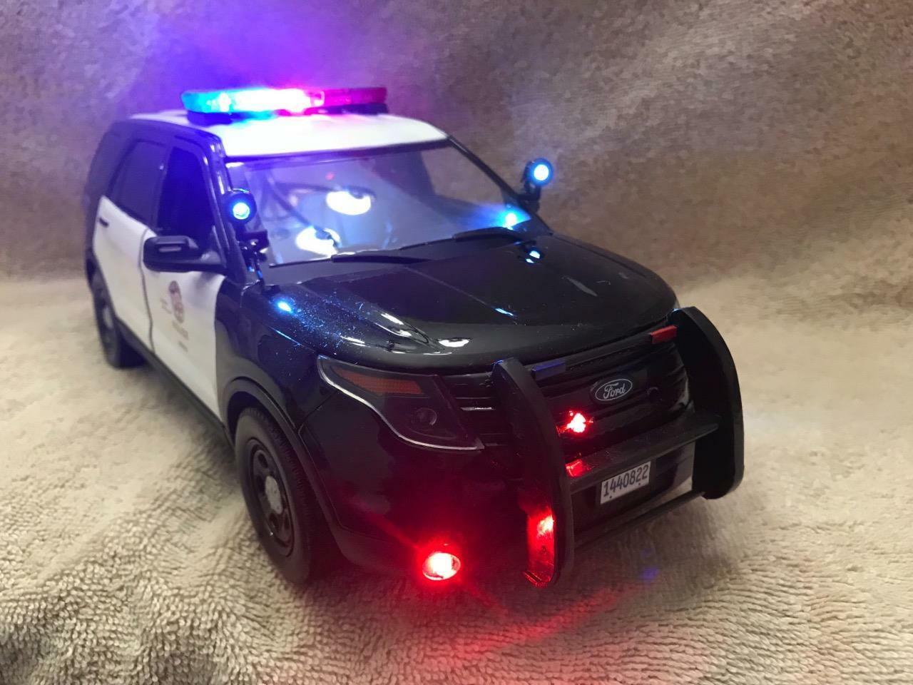 1 18 SCALE DIECAST LAPD CALIFORNIA POLICE  FORD SUV W WORKING LIGHTS AND SIREN