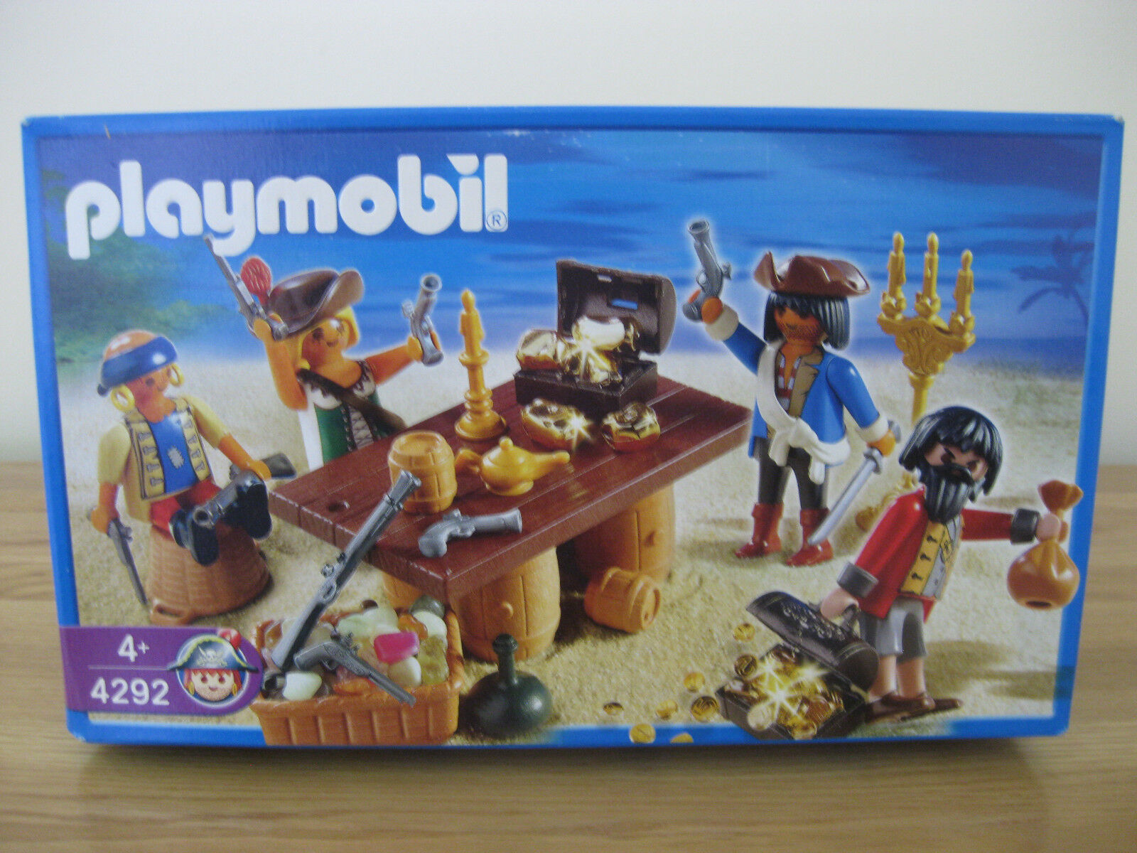 NEW PLAYMOBIL 4292 PIRATE CREW with Treasure 4 Figures 2006