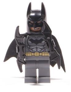 LEGO-Super-Heroes-Figur-Batman-dunkelgrau-mit-2-x-Battarang-dim002-NEUWARE