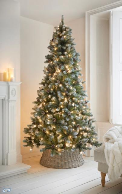 7ft Copenhagen Pre-Lighted 930 Tip Christmas Tree With Snow Berries /& Pinecones
