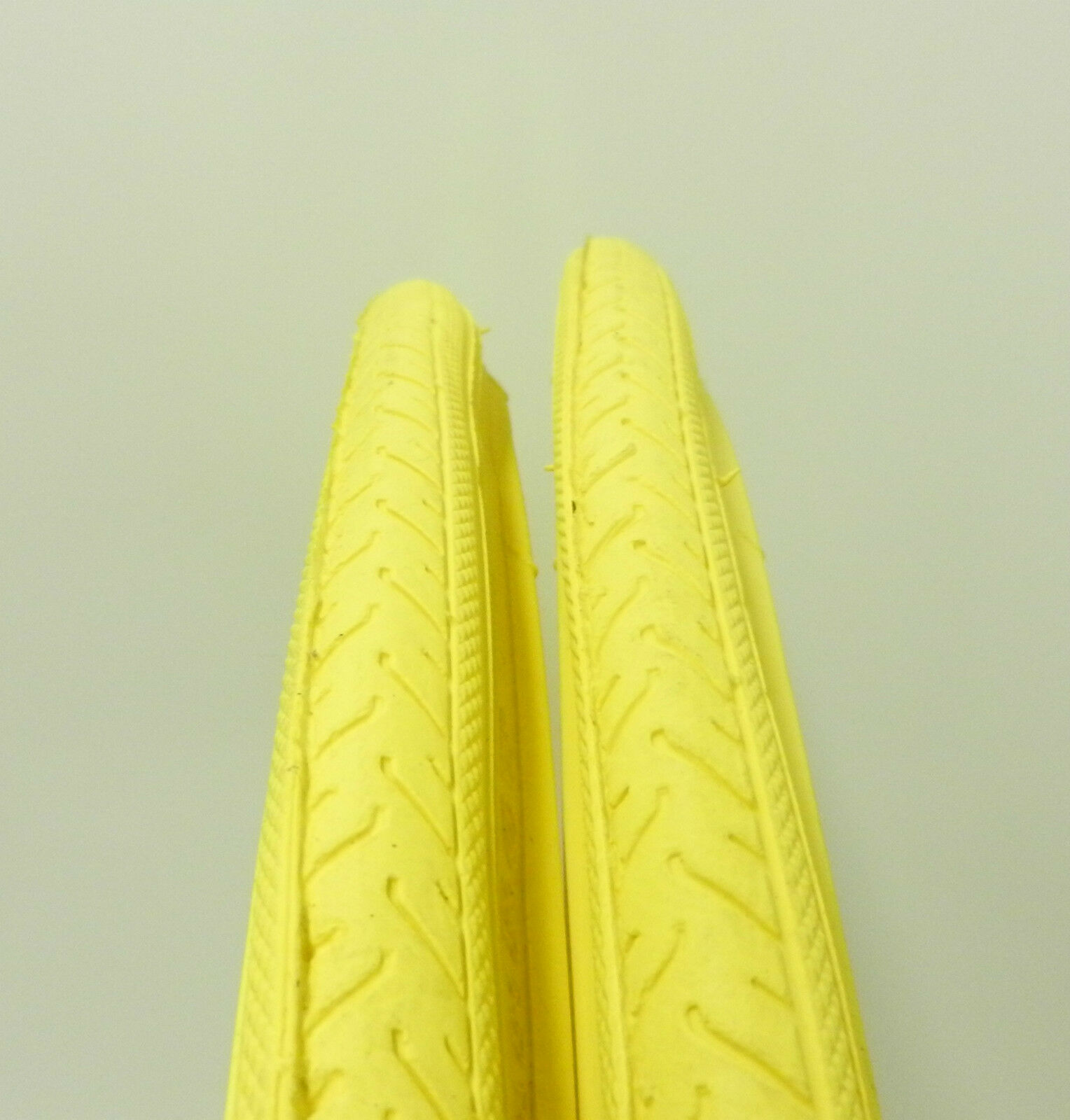 TWO NEW DURO 700 X 25C ALL YELLOW ROAD TIRES WITH TUBES ISO 25-622
