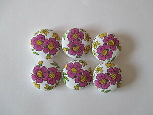 6-x-20mm-Wooden-Buttons-Mauve-Coloured-Flowers-Sewing-Scrapbooking-No-843