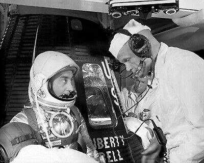 EP-469 8X10 NASA PHOTO GUS GRISSOM JOHN GLENN BEFORE LIBERTY BELL 7 LAUNCH