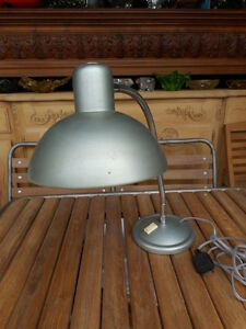 PETITE-LAMPE-DE-BUREAU-EPOQUE-1950-60-EN-METAL