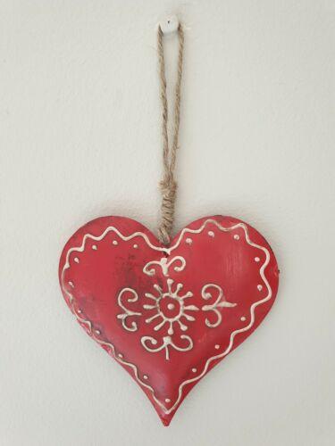 Hand decorated RED /& IVORY VINTAGE//Rustique Métal Hanging Heart//décoration 17x10cm