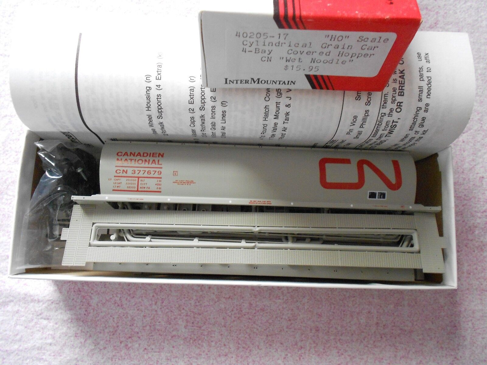 INTERMOUNTAIN CYLINDRICAL GRAIN CAR 4 BAY COVERED HOPPER HO CANADIAN NATIONAL NI