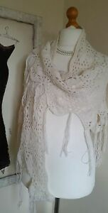 VINTAGE-STYLE-IVORY-CREAM-CROCHET-KNIT-TRIANGLE-SHAWL-SHAPED-HEM-Boho-HIPPY