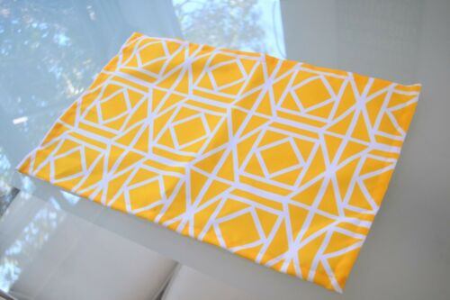 4 x Yellow outdoor place mats Geometric UV//Mould Resistant waterproof table mats